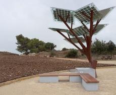 درخت الکترونیکی هوشمند مکانی برای شارژ تلفن همراه