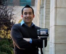 تِلِپرومپتر وسیله ای برای انعکاس تصاویر بر روی صفحه نمایش