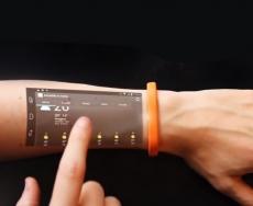 صفحه نمایش لمسی بر روی دستان شما