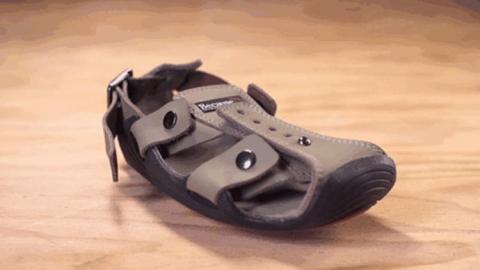 کفشی که متناسب با سن کودکان رشد می کند